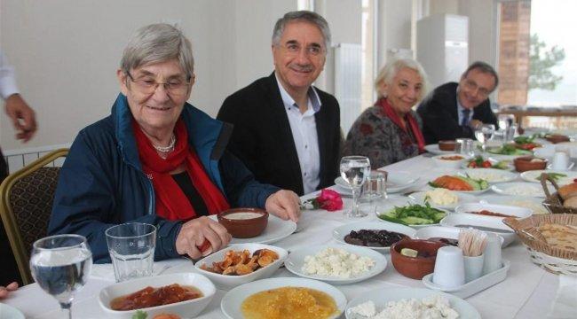 Canan Karatay: 'Yarım Ramazan pidesini bol tereyağ sürüp yiyin'