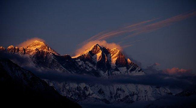 Everest'e tırmanan 2 dağcı öldü