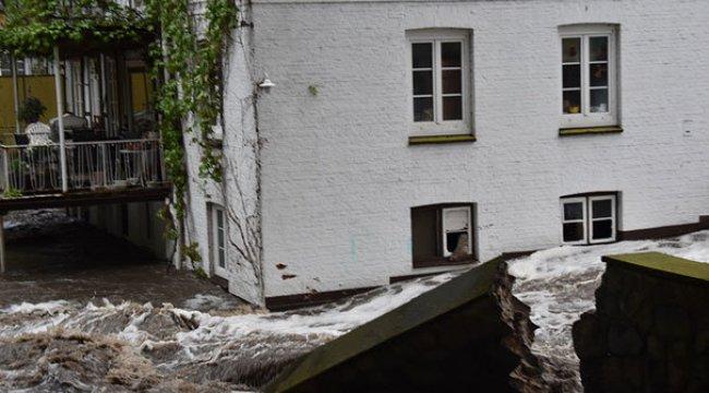 Hamburg'da sokakları sel bastı