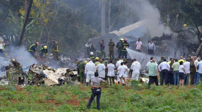Küba'da yolcu uçağı düştü! Çok sayıda ölü ve yaralı var