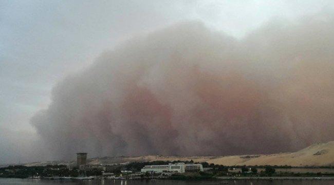 Kum fırtınası felakete dönüştü! 77 ölü, 143 yaralı