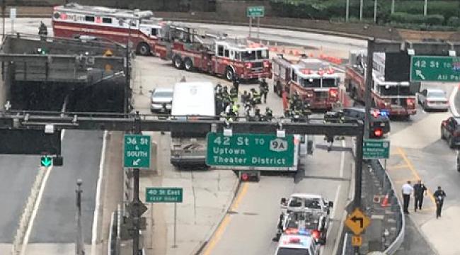 Lincoln Tüneli'nde 2 otobüs çarpıştı:31 Yaralı