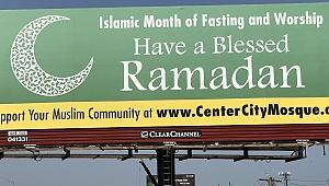Philadelphia Girişinde Dev Ramazan Levhası