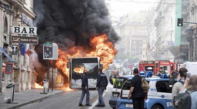 Roma'nın merkezinde otobüs alev aldı!