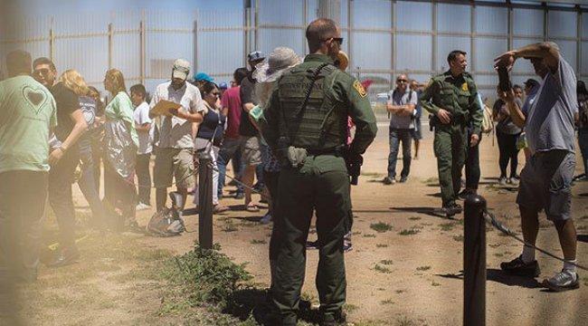 Trump Meksika sınırına duvarda ısrarlı