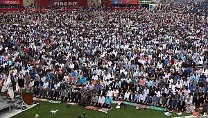 Chicago'da 25 Bin kişi Stadyumda Namaz Kıldı