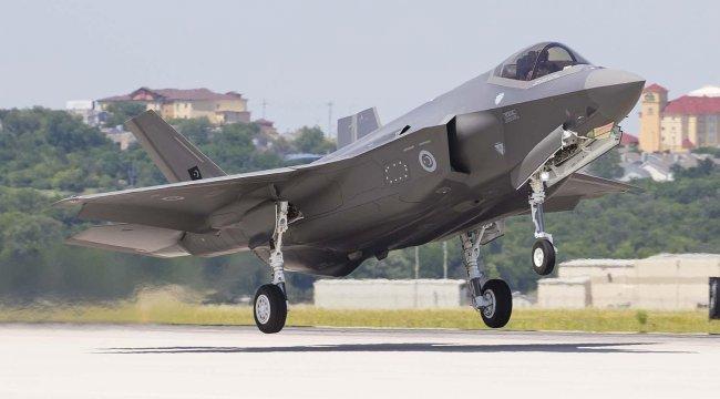 İlk F-35'ler teslim edildi