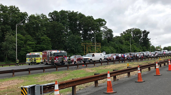 Serious crash closes lanes on Garden State Parkway