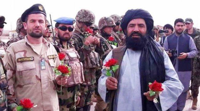 Taliban militanları çiçeklerle Kabil'e indi!
