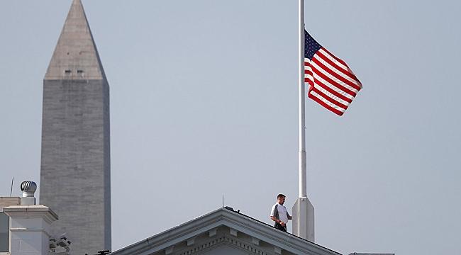 ABD'de Bayraklar Yarıya İndirildi