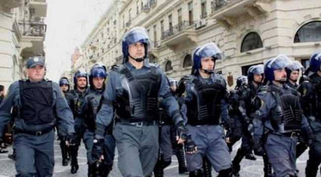 Azerbaycan'daki protestolarda kan aktı: 2 polis öldü