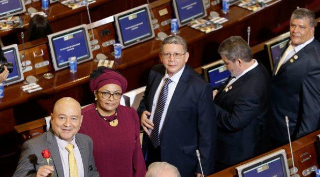 Kolombiya'da tarihi viraj! FARC'lılar Kongre'de yemin etti