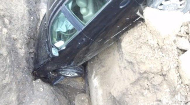 Otomobille obruğa düştü!