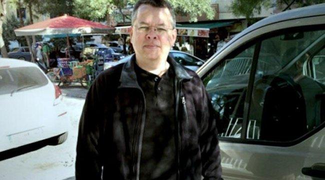 Rahip Brunson ev hapsine alındı