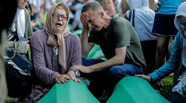 Srebrenitsa kurbanlarının cenazeleri anıt mezarlığa taşındı