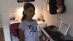 Amerikalı Türk Milda'nın Piyano Tutkusu