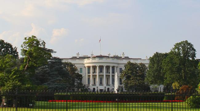 Beyaz Saray'da toplantı dua ile başladı