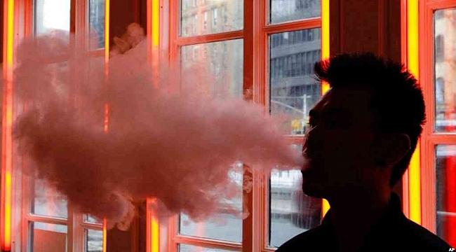 Amerika'da Aromalı E-Sigara Tehlikesi