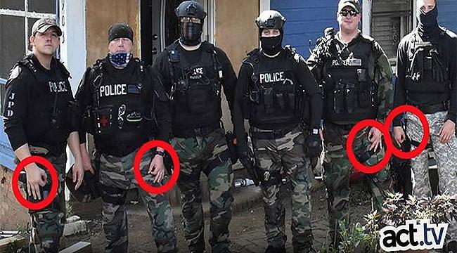 El İşareti Yapan Irkçı Polisler Görevden Alındı