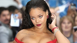 Rihanna'dan Super Bowl'a Red