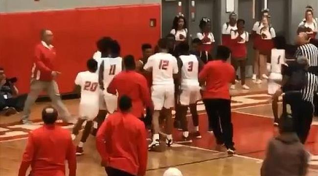 Iowa'da Basketbol Maçında Kavga