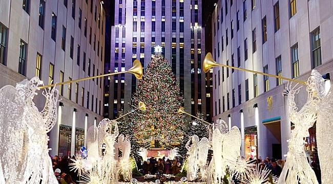 Rockefeller Center Önünde Noel Ağacı