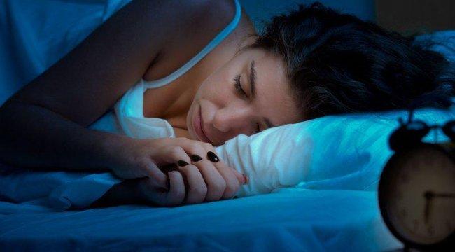 Uykuda yüzü kırışana 'bere' tavsiyesi