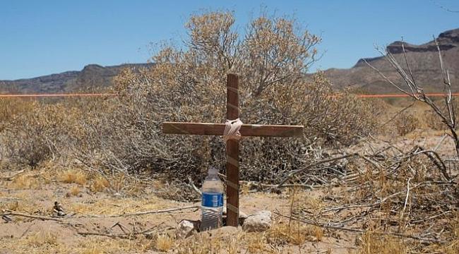 Arizona çölde göçmenlere su bırakan gönüllüler
