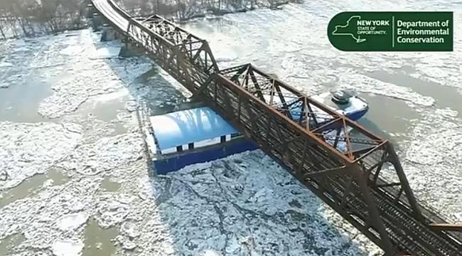 Hudson'da Dev Buz Kütleleri Tekneleri Sürükledi