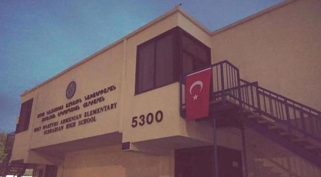 Los Angeles'ta Ermeni Okullarına Türk Bayrağı