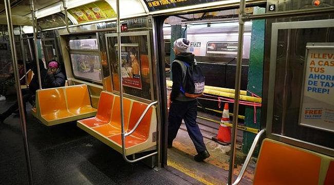 New York Metrosu Yılbaşında Bomboş
