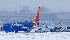 More than 1,000 flights canceled as severe snow hits East Coast