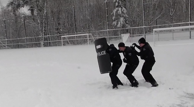 Washington'da Polisin Kar topu baskını