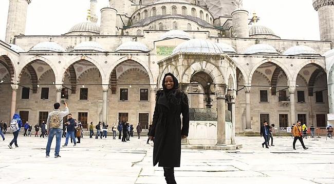 Amerikalı Sanatçı Türkiye'de Müslüman Oldu