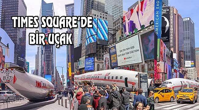 Times Square'de Uçak Trafiğe indi