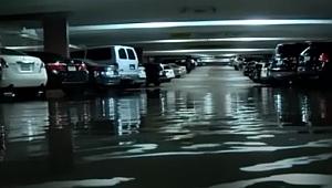 Dallas'ta Fırtına Tüm Araçları Su Altında Bıraktı
