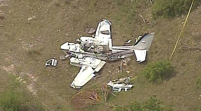 Teksas'ta Uçak Düştü:1'i Pilot 6 Ölü