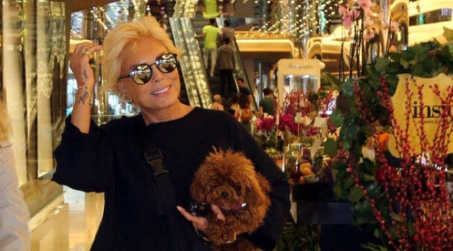 Ajda Pekkan köpeği ile