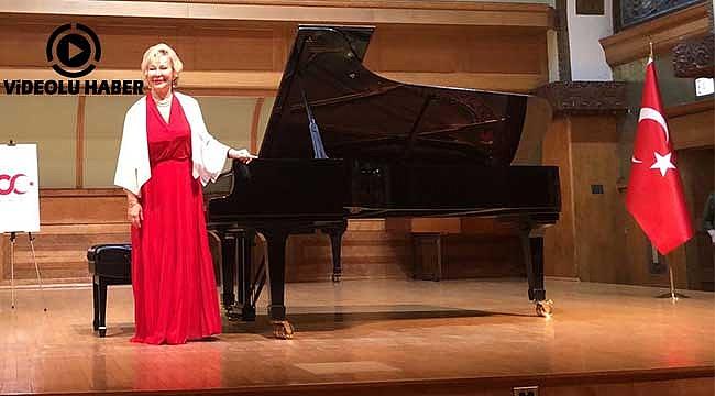 Gülsin Onay'dan Chicago'da Piyano Resitali