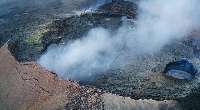 Hawaii'de Volkan'ın İçine Turist Düştü