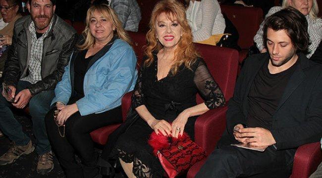 Kamuran Akkor'un tiyatro şıklığı