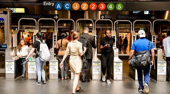 New York'ta Metro Sapığı Yakalandı