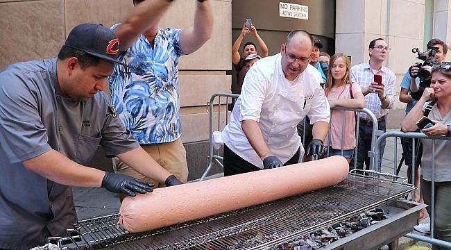 New York'ta Dev Hot Dog