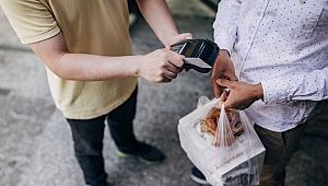 Amerikalı Kuryeler Siparişleri Yiyor