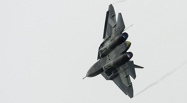 Su-57'nin Standart Dışı İnişi Rusya'da Tartışmaları Beraberinde Getirdi