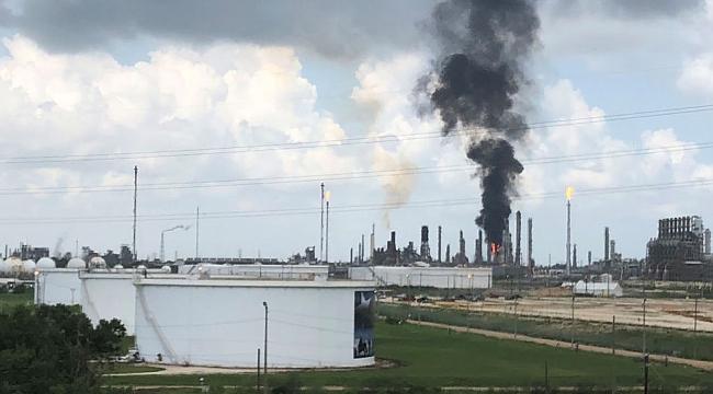 Teksas'ta Petrol Rafinerisinde Yangın:37 Yaralı
