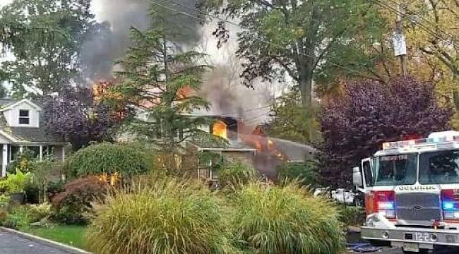 New Jersey'de evin üstüne uçak düştü