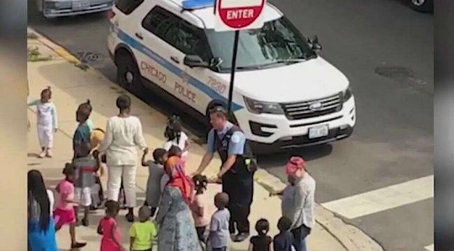 Facebook'ta Viral Olan Chicago Polisi