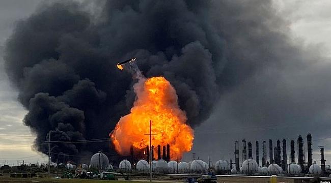 Teksas'ta Petrokimya Tesisi Söndürülemiyor