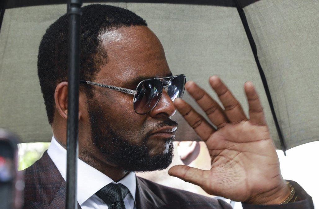 R. Kelly charged with bribing government employee: